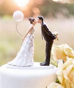 Figura de novios para la tarta de boda con un globo