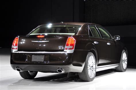 2019 Chrysler 300 Luxury Series  Car Photos Catalog 2018