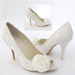 What shoes and jewelry to wear with ivory lace wedding dress for Shoes to wear with wedding dress