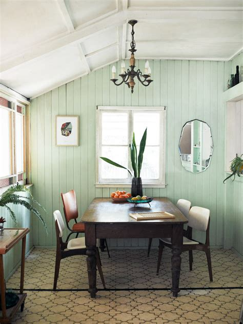How Colors For Dining Room Walls Affect The Mood Of The