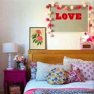 12 idees de decoration pour une chambre de fille With chambre bébé design avec coussin motif fleur