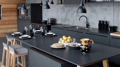 cuisine blanc et noyer déco cuisine noir et bois