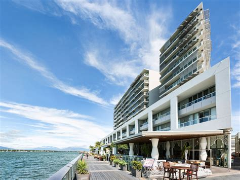 Cairns Holiday Apartments, Hotel  Luxury Waterfront