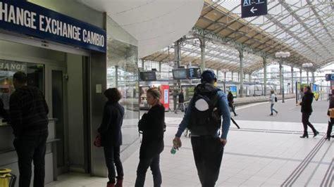 le bureau de change va quitter la gare