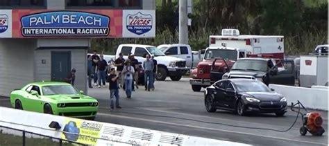 Tesla P85d Destroys Dodge Challenger Hellcat On Dragstrip