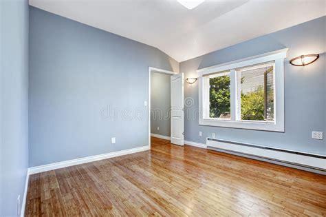 chambre du vide chambre à coucher vide avec les murs bleu clair image