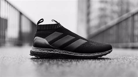 ultra boost triple black kb