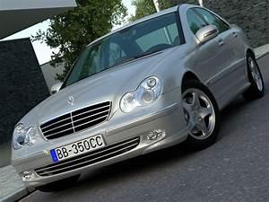 Mercedes Classe C 2006 : mercedes c class 2006 3d model flatpyramid ~ Maxctalentgroup.com Avis de Voitures