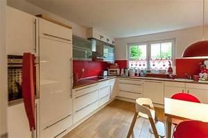 Küche Statt Fliesen : statt fliesenspiegel h ngt an der wand der k che eine ~ Articles-book.com Haus und Dekorationen