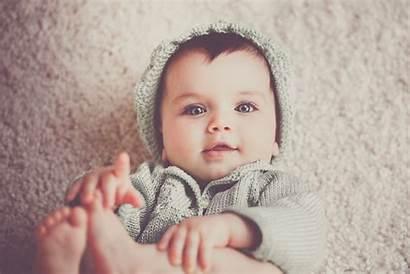 Adorable Carpet Clothes Photographer