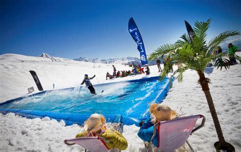 Une Multitude De Parcs D'activités D'hiver