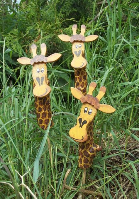 giraffe kostüm selber machen gartenstecker giraffe maderitas gartenstecker ostern basteln holz en holz ideen