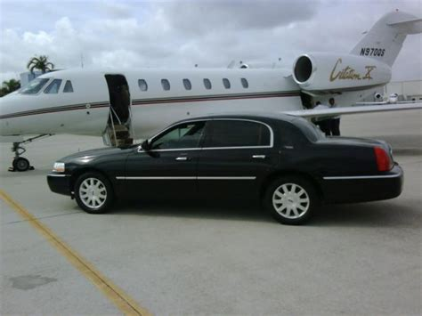 Airport Town Car Service by Town Car Service Limo Service