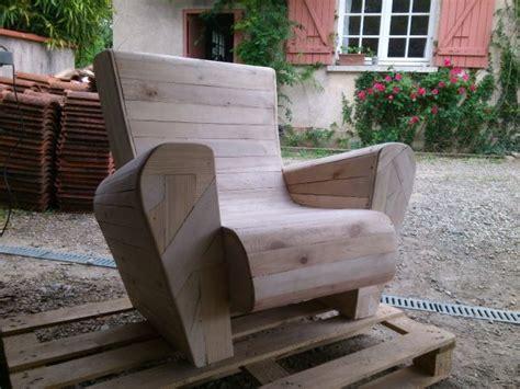 chaise en palette fauteuil en bois de palettes par toniocreationbois