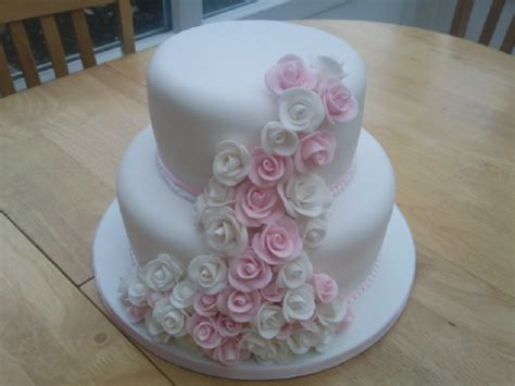 2 Tier Pink And White Rose Cake « Susie's Cakes