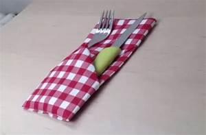 Porte Serviette En Papier : d corer une table pliage serviette porte couverts youtube ~ Teatrodelosmanantiales.com Idées de Décoration