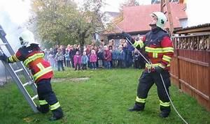 Feuerwehr Jobs Im Ausland : neues outfit signalisiert einheit der feuerwehr brugg ~ Kayakingforconservation.com Haus und Dekorationen