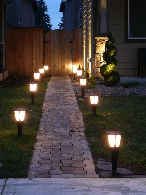 Solar Lights For Walkway by Best Solar Landscape Lights Outdoor Accent Lighting Ideas