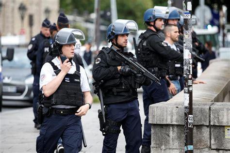 Policier agressé à Paris: l'assaillant a crié «c'est pour la Syrie!» - Le Soir