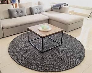 Teppich Wolle Grau : doppel grau rund indian filzkugelteppich gefilzt balls interior design ~ Markanthonyermac.com Haus und Dekorationen