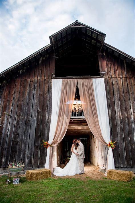 rustic barn ideas 25 chic and easy rustic wedding arch ideas for diy brides elegantweddinginvites com blog