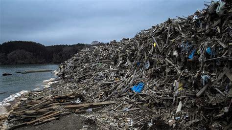 japanese debris plume  tsunami migrating