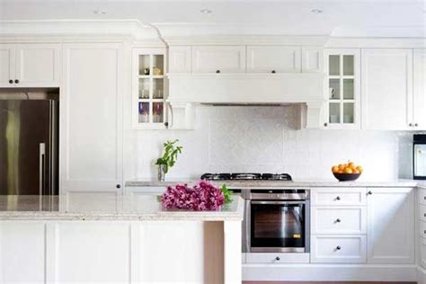 what is in style for kitchen cabinets 1000 images about kitchen splashback provincial on 9853