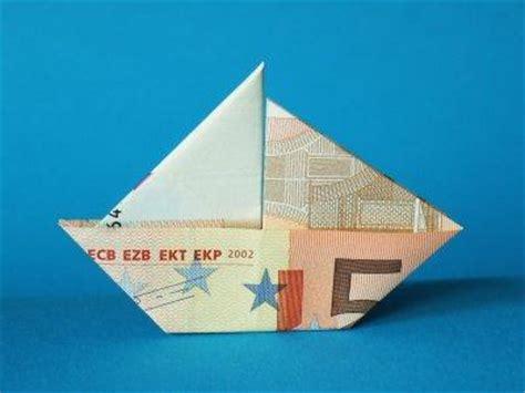 wie faltet man dieses boot aus einem  euro schein