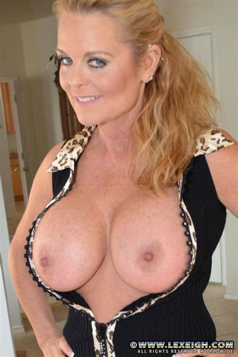 Blonde Cougar Lexeigh Pull Out Her Juicy Bosoms Milf Fox