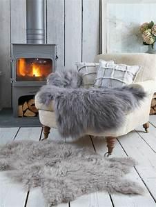 le meilleur plaid en fourrure en 40 photos inspirantes With tapis shaggy avec plaids fourrure pour canapé