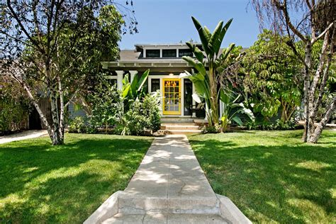 1915 Hollywood Bungalow With Designer Updates Wants $172m