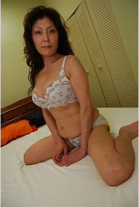 Busty asian MILF Masako Suzuki getting naked and spreading her lower.. - Wet Milf Pussy