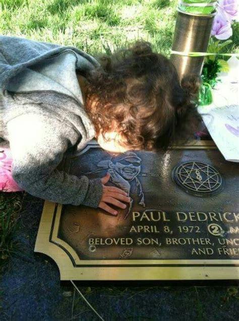 paul grays rip slipknot grave   daughter