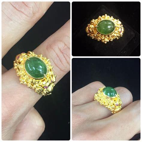 แหวนทองประดับด้วยหยกเขียว