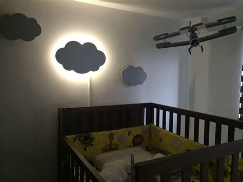 habitación niño decoración habitación bebé nube nube iluminada lámpara luz tenue cama cuna