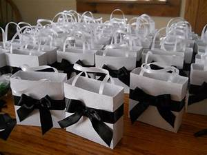 wedding party favors gift bags and white weddings on With black and white wedding favors