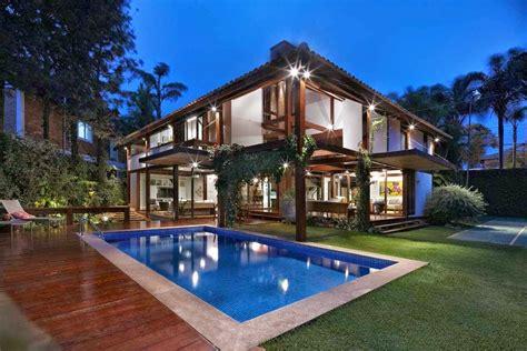 desain kolam renang  rumah mewah modern griya