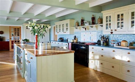 25 Great Country Style Kitchens   Homebuilding & Renovating
