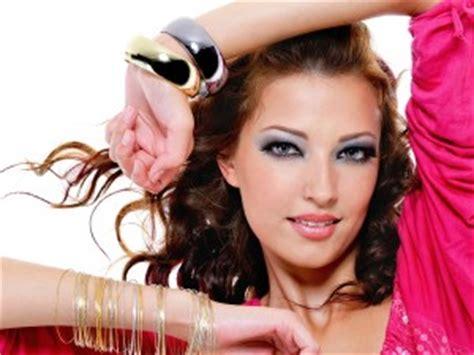 perfekte make up farbe finden viel farbe glitzer und die perfekte ausstrahlung so zaubern sie ein verf 252 hrerisches abend make