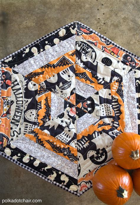 haunted halloween table topper tutorial favequiltscom