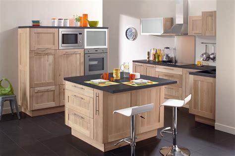 tendance couleur cuisine cuisine blanche mur bleu inspirations et couleur meuble
