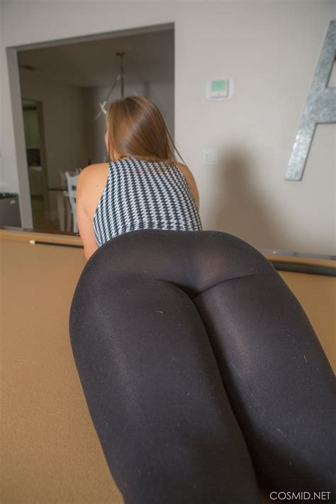 Sexy Amateur Girl Drops Her Yoga Pants To Flaunt Her Sexy Chubby Butt Naked