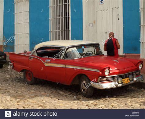 amerikanische oldtimer kaufen rote und wei 223 e 1950er jahre amerikanische oldtimer in kuba in typischen kubanischen