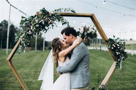 easy diy archways  outdoor weddings