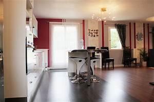 salle a manger rouge maison design modanescom With salle a manger rouge