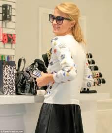 Boutique Gadget Paris : paris hilton keeps her social life on the go with four mobile phones daily mail online ~ Preciouscoupons.com Idées de Décoration