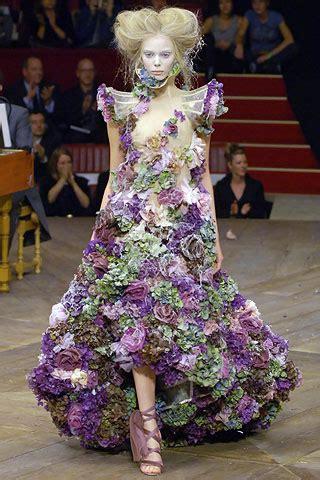 fashion world mourns loss  alexander mcqueen xex magazine