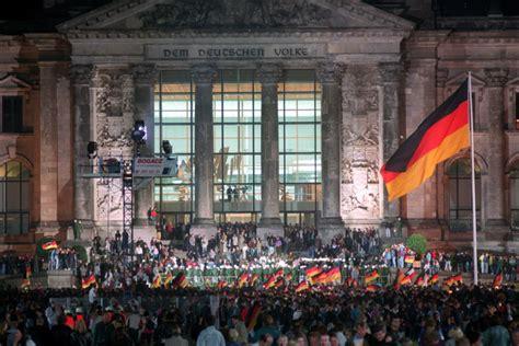 Auf der straße des 17. 3. Oktober 1990 - der Tag der Deutschen Einheit
