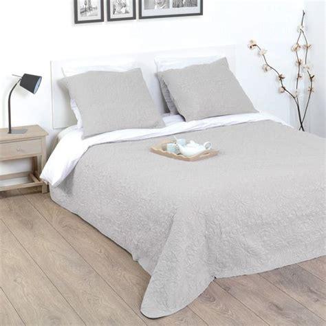 boutis et taies d oreiller 220 x 240 cm arabesque gris couvre lit boutis eminza