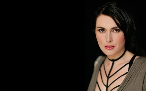 Women Sharon Den Adel Wallpaper